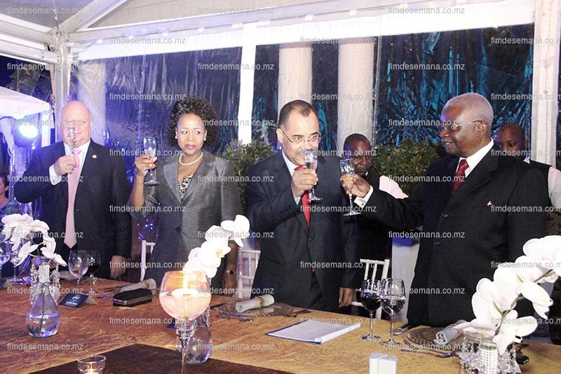 Brinde na gala dos 120 anos do Standard Bank