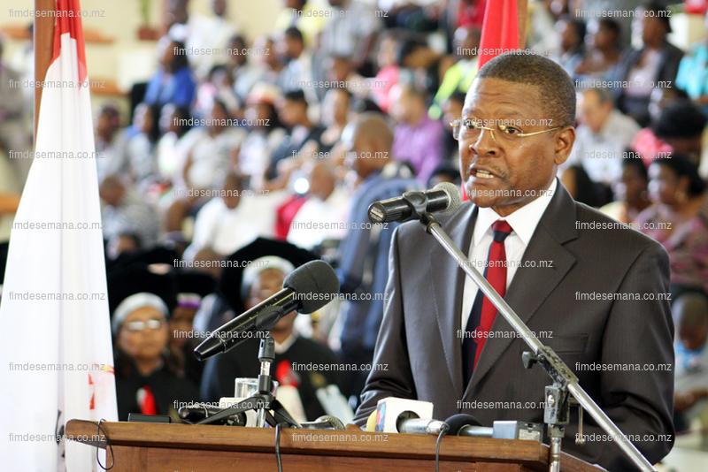 Fernando Sumbana  Ministro da Juventude e Desportos
