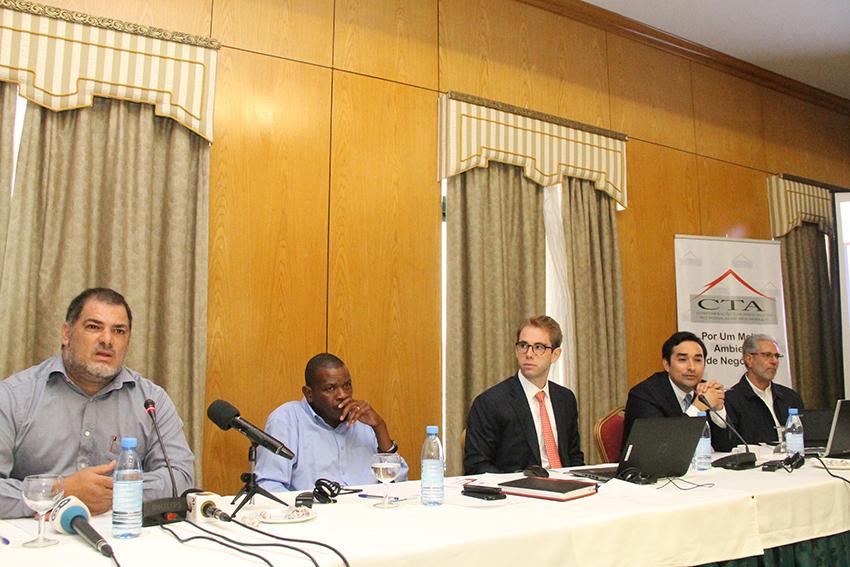 Mesa que presidiu o Seminario sob tema Turismo em Mocambique face ao crescimento dos recursos naturais