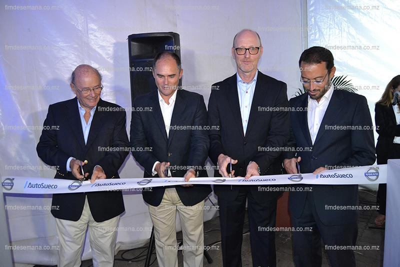 Momento do corte da fita na inauguração da Auto Sueco Moçambique