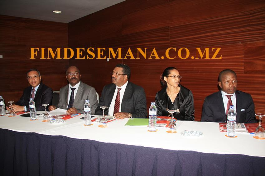 Mesa que presidiu a tomada de posse dos líderes dos pelouros 1