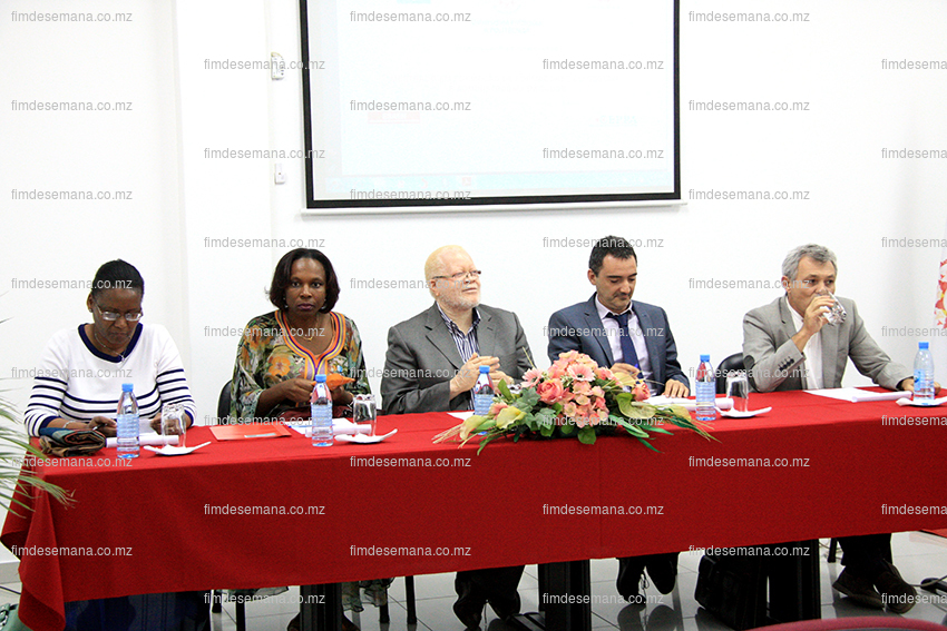 Mesa que presidiu o lançamento do curso de Mestrado em Formação de Formadores em Gestão e Administração em Saúde