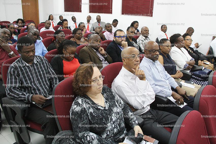 Participantes na cerimónia de lançamento do curso de Mestrado em Formação de Formadores em Gestão e Administração em Saúde