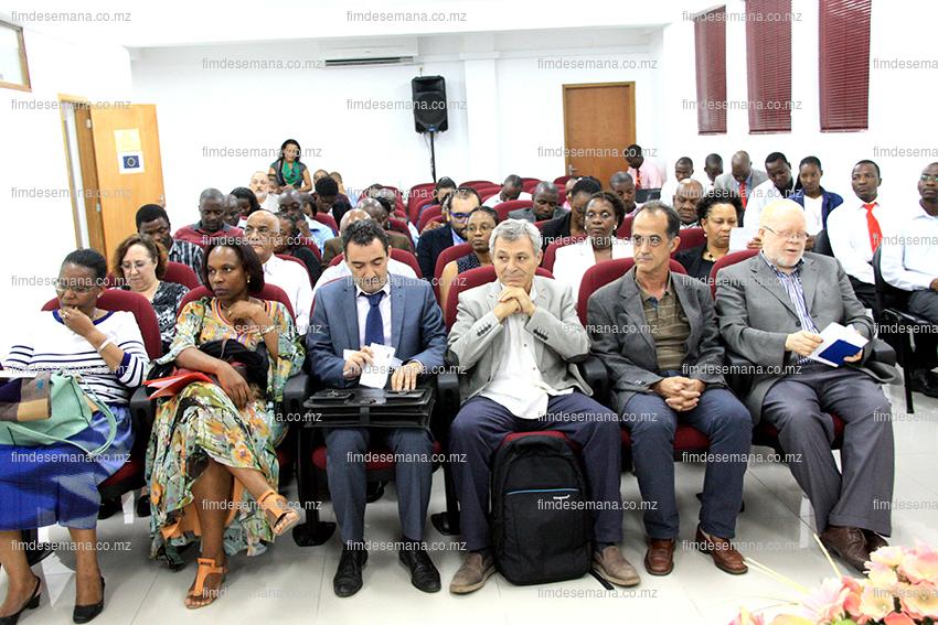 Participantes na cerimónia de lançamento do curso de Mestrado em Formação de Formadores em Gestão e Administração em Saúde 2