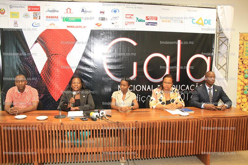 Mesa que presidiu a conferência de imprensa sobre a Gala Nacional de Educação