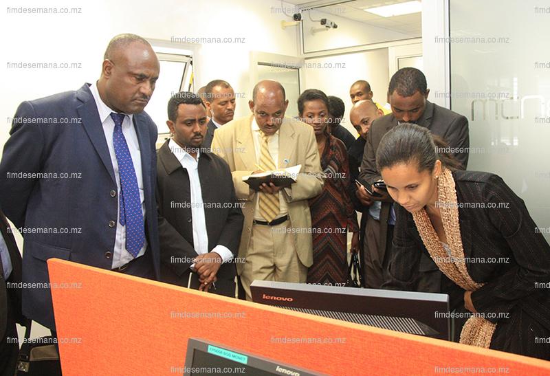 Delegação da Etiópia recebendo explicação sobre funcionamento da JUE