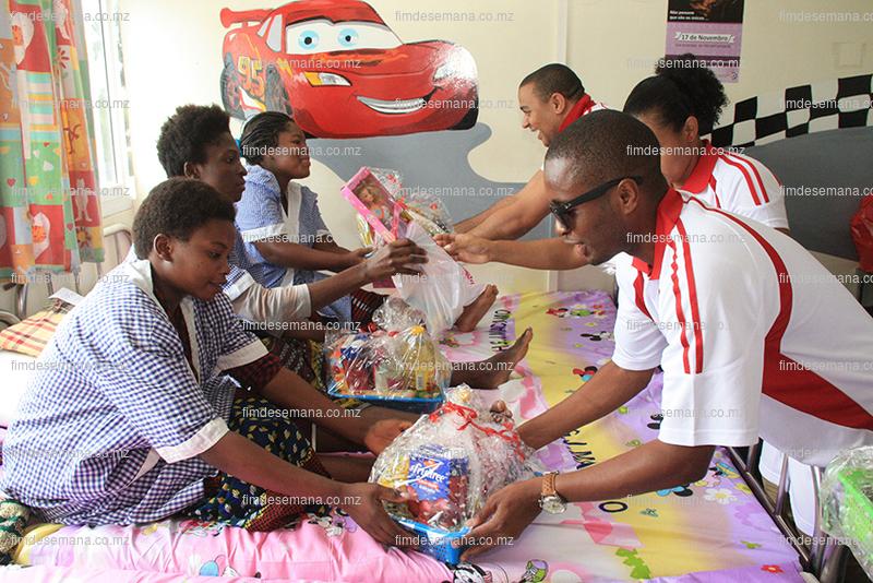 Entrega de cabazes às mães das crianças internadas na Pediatria do Hospital Geral José Macamo 1