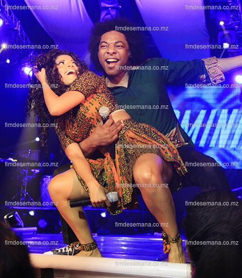 Stewart Sukuma e Neyma  em actuação no espectáculo dos 15 anos da carreira da Neyma