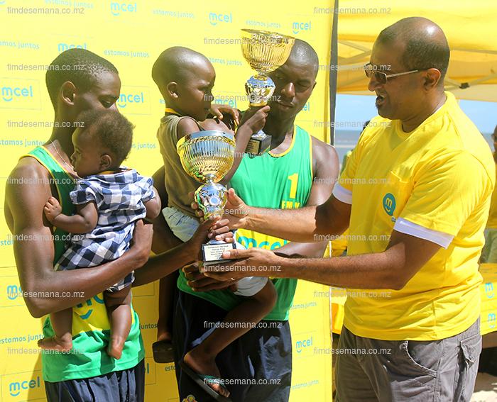 Acto da entrega da taça aos vencedores do voleibol em masculino