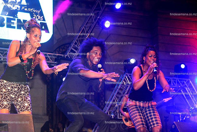 Stewart Sukuma em concerto no festival da marrabenta
