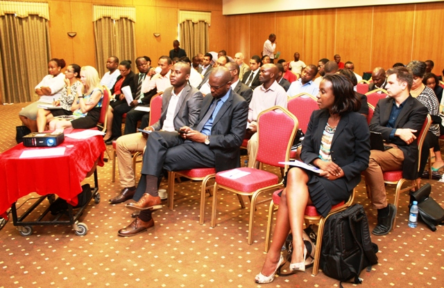 Participantes debate 1