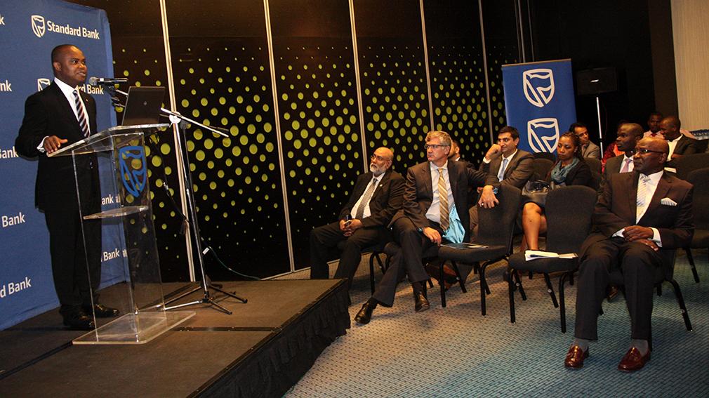 Membros Conselho de Administração - dirigentes do banco e participantes na cerimónia da apresentação do novo Administrador Delegado do Standard Bank 1