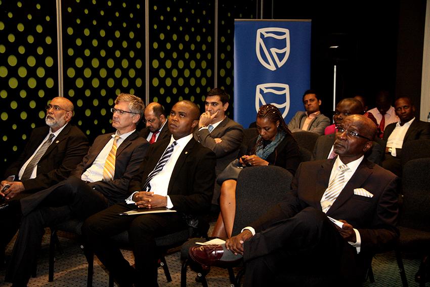 Membros Conselho de Administração - dirigentes do banco e participantes na cerimónia da apresentação do novo Administrador Delegado do Standard Bank 2