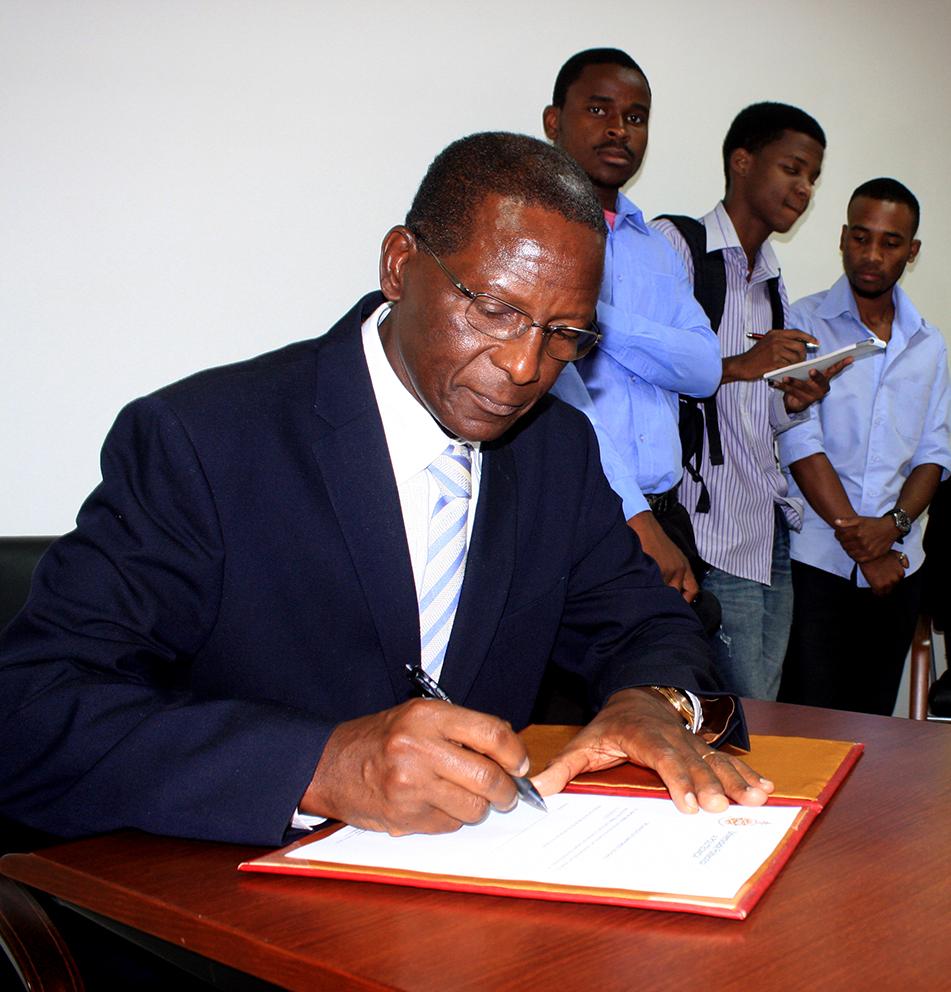 Narciso Matos no acto da tomada de posse como Pró-Reitor para o Desenvolvimento Instituicional 2