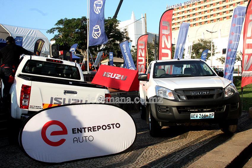 Carros expostos na feira automóvel