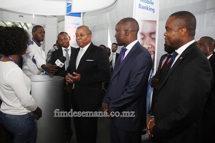 Jorge Nhambiu  -  Ministro da Cência e Tecnologia Ensino Superior Técnico-Profissional durante a visita ao stand do Standard Bank