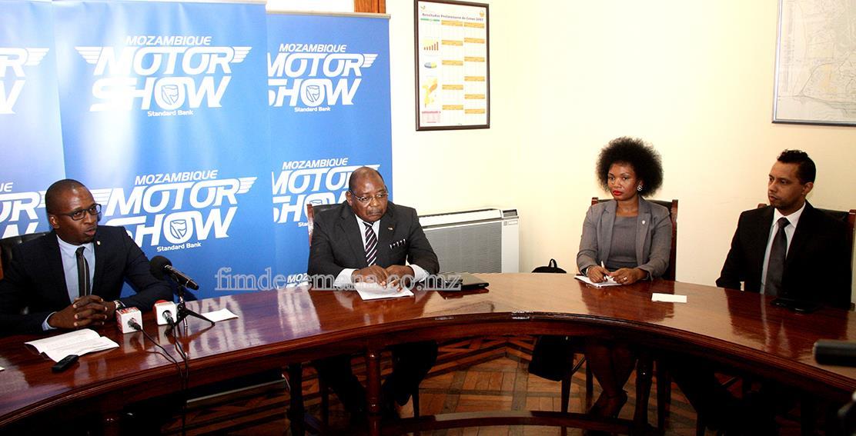 Mesa que presidiu a conferência de imprensa do Motorshow
