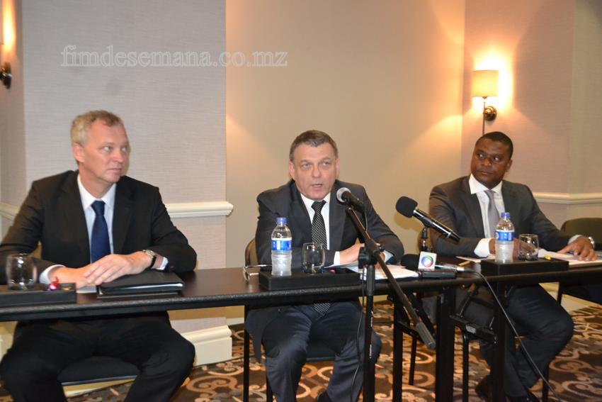 Mesa que presidiu ao Fórum de Negócios Moçambique República Checa