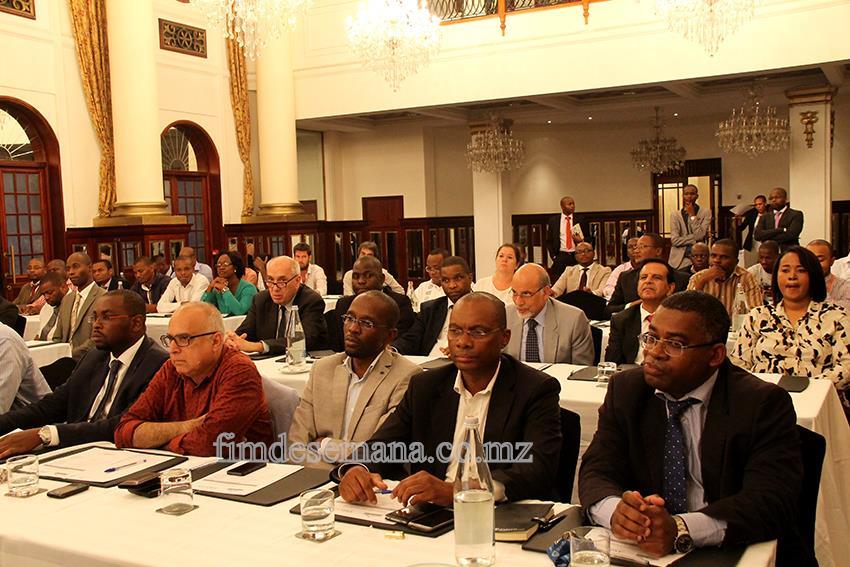 Participantes no debate sobre flutuações cambiais