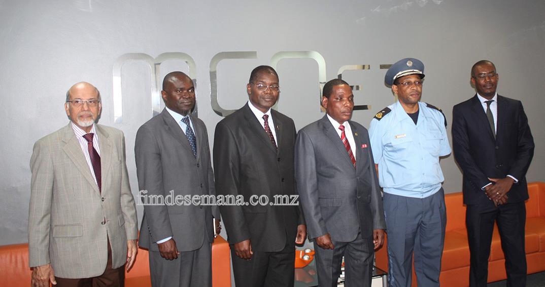 Foto em família com o Ministro da Indústria e Comércio do Malawi - Director Geral das Alfândegas de Moçambique e representantes da MCNet