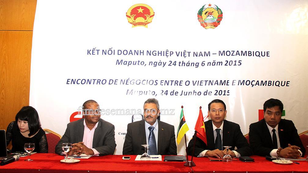 Mesa-que-presidiu-o-Fórum-de-Negócios-Vietname-Moçambique-fds-fimdesemana-agencia-de-comunicacao-mocambique