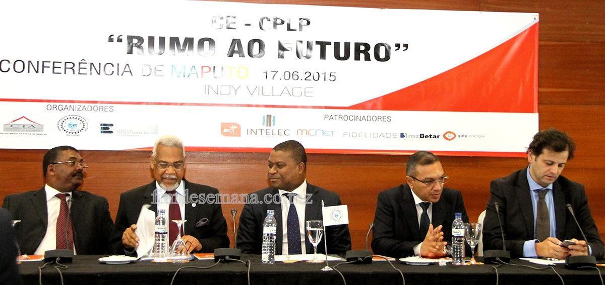Mesa que presidiu à Conferência da CE-CPLP
