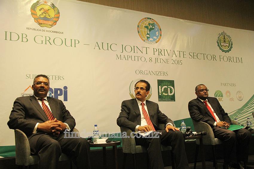 Mesa que presidiu o Fórum do Sector Privado com Banco Islâmico
