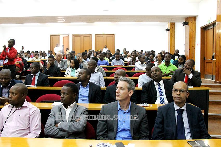 Participantes no Fórum Youth to Business