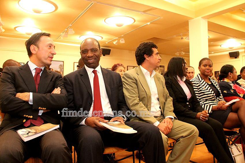 Participantes no lançamento do livro do escritor Aldino Muianga