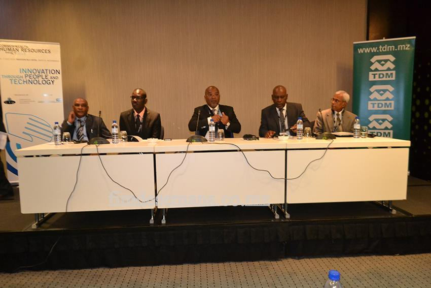 Mesa que presidiu a Conferência da CTO