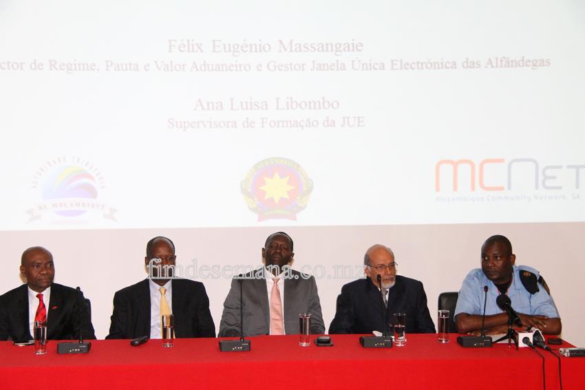 Mesa que presidiu a apresentação da JUE no UBA
