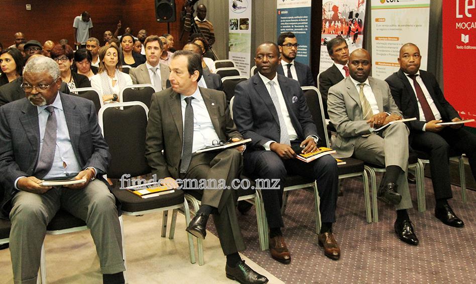 Participantes no lançamento do livro Financiamento PME