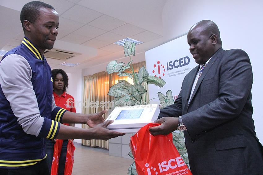 Acto de entrega de tablets aos estudantes do ISCED