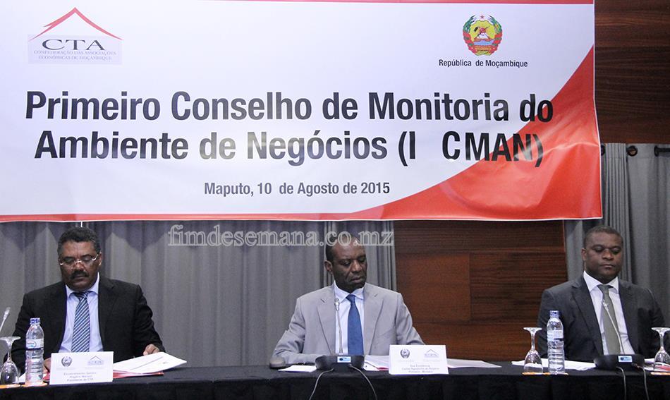 Mesa que presidiu o 1º Conselho de Monitoria do Ambiente de Negócios