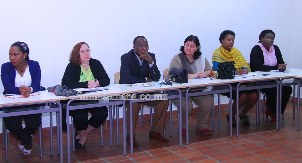 Participantes no seminário sobre a introdução das TICs no ensino à distância