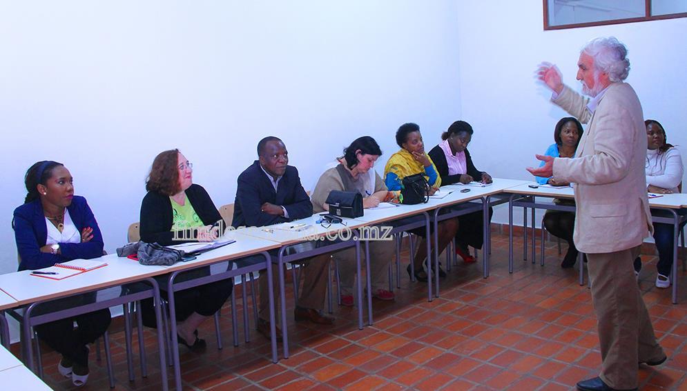 Seminário sobre a introdução das TICs no ensino à distância