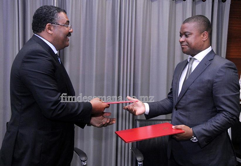 Trocas de pastas após assinatura do memorando de entedimento entre a CTA e o Governo
