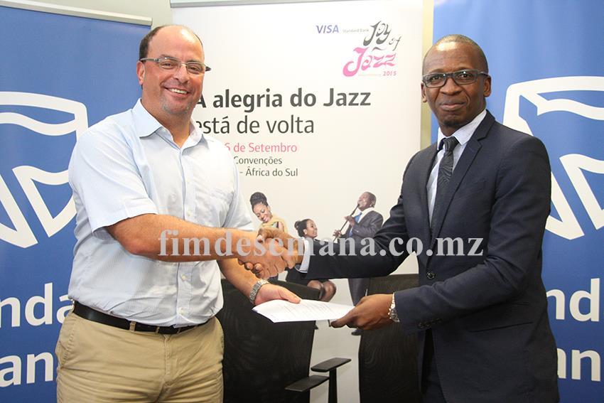 Entrega simbólica do prémio aos vencedores da campanha cartão de crédito Joy Of Jazz 1