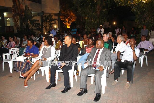 Executivos da mcel e público que esteve presente na cerimónia de lançamento livro NGOMA YETHU de Paulina Chiziane e Mariana Martins