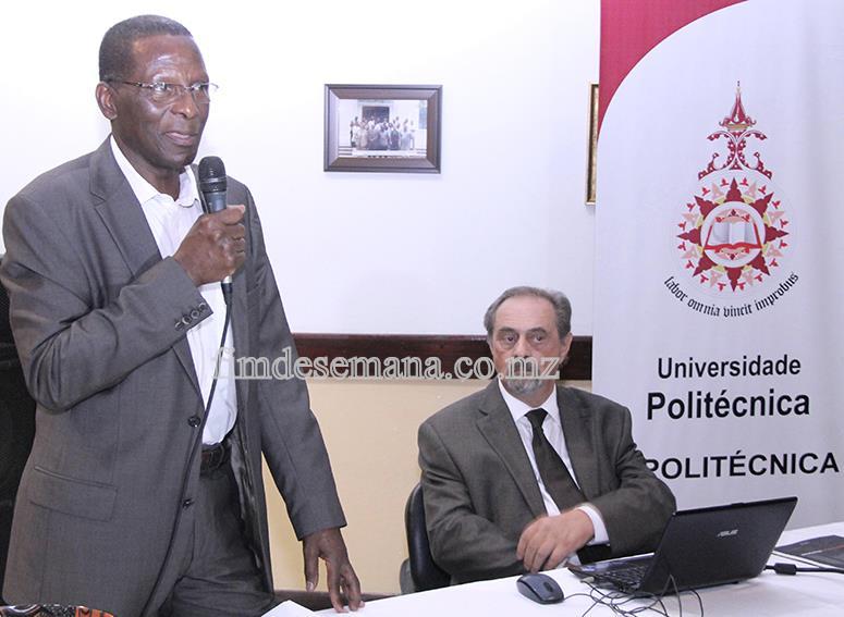 Mesa que presidiu a cerimónia da homenagem a Malangatana Valente