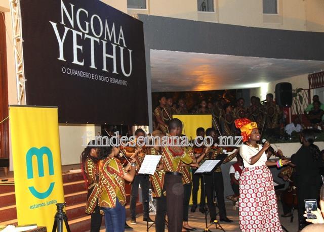 Momento cultural durante a cerimónia de lançamento do livro NGOMA YETHU de Paulina Chiziane e Mariana Martins