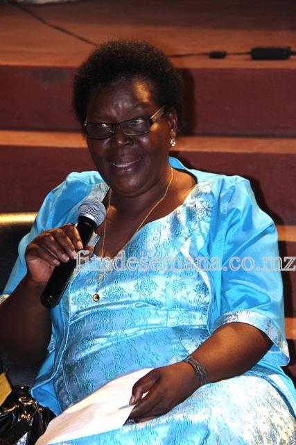 Paulina Chiziane uma das autoras do livro