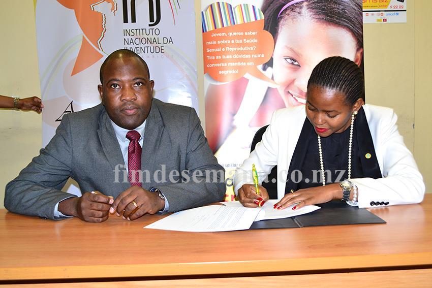 Acto da assinatura do memorando entre a mcel e o INJ