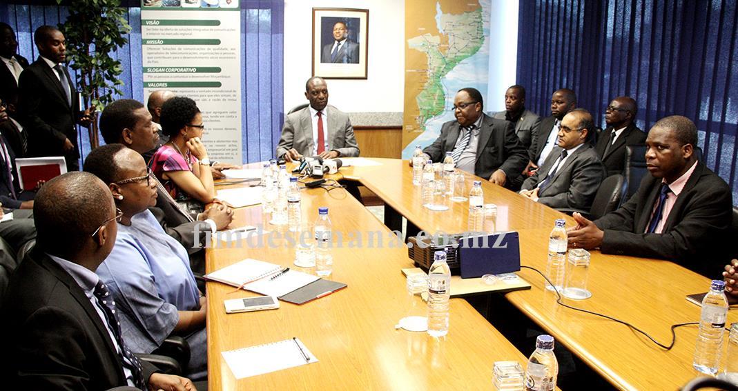 Mesa que presidiu o encontro entre a Delegação do Primeiro Ministro Carlos Agostinho do Rosário e a nova direcção da TDM