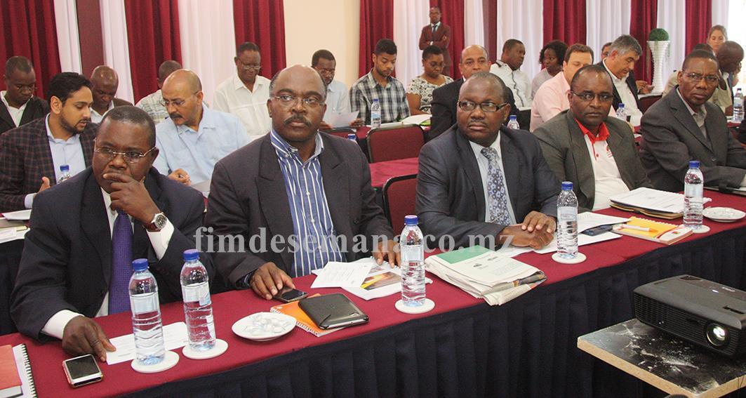 Participantes no encontro de divulgação da proposta ao PEI