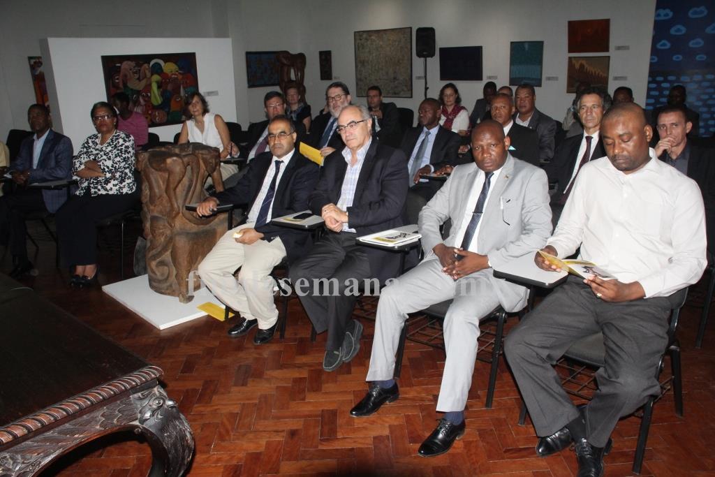 Alguns dos altos dirigentes da AICEP reunidos em Maputo