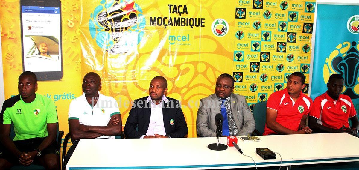 Mesa que presidiu a conferência de imprensa da final da taça Moçambique mcel