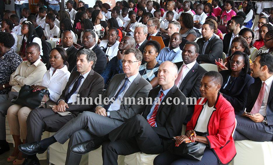 Participantes na cerimónia do Dia Mundial da Poupança 1
