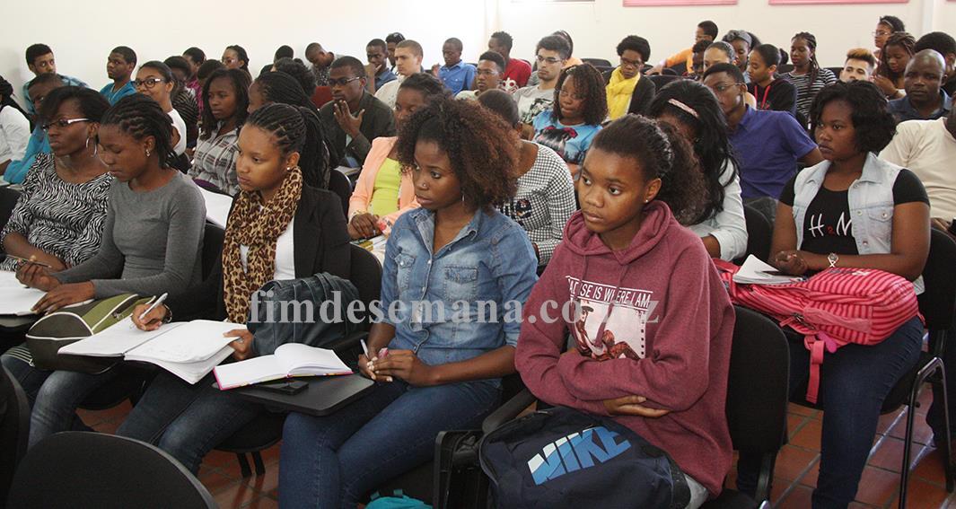 Participantes na palestra sobre desafios das mudanças climáticas
