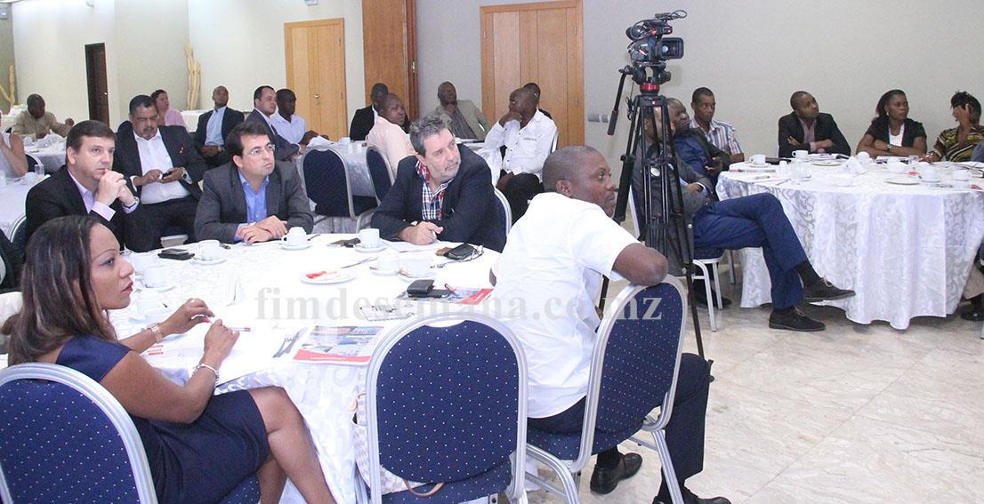 Participantes no encontro com Imprensa